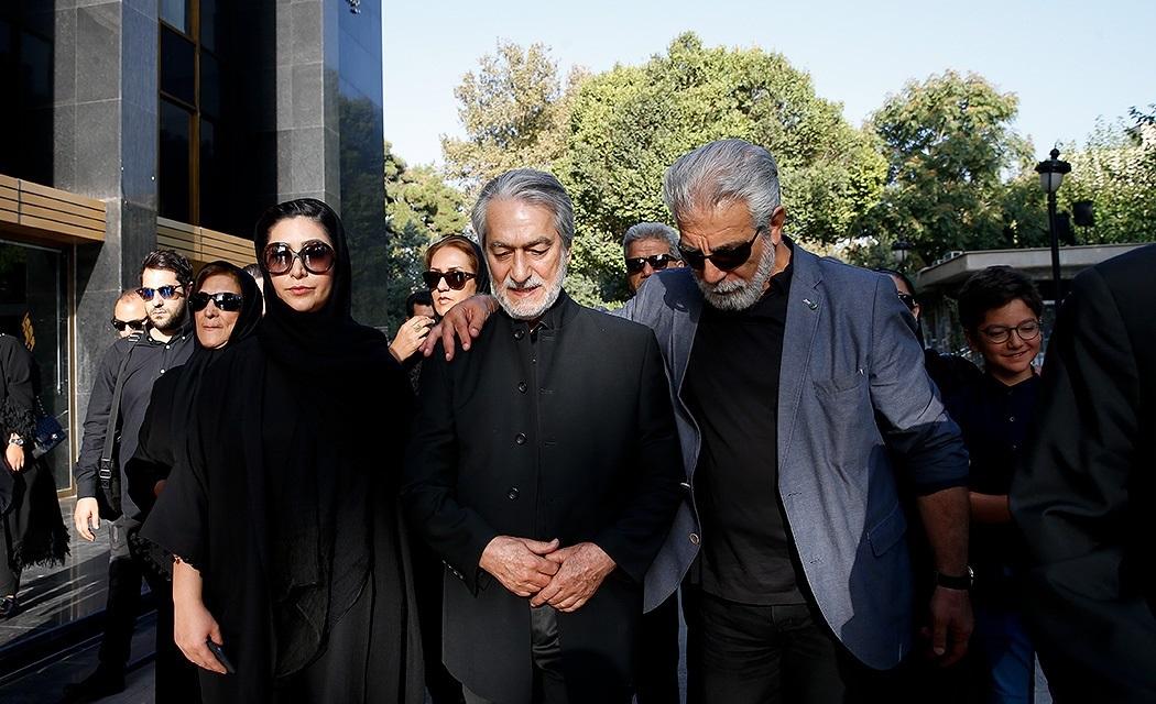 بدرقه هنرمندان از عزت الله انتظامی