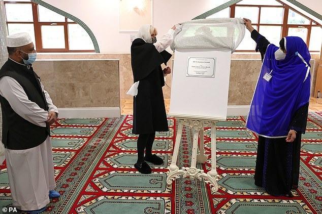 بازدید عروس ملکه انگلیس از یک مسجد در لندن