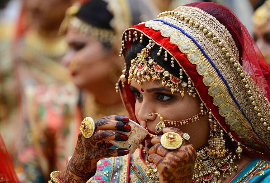 عروسی دختران یتیم