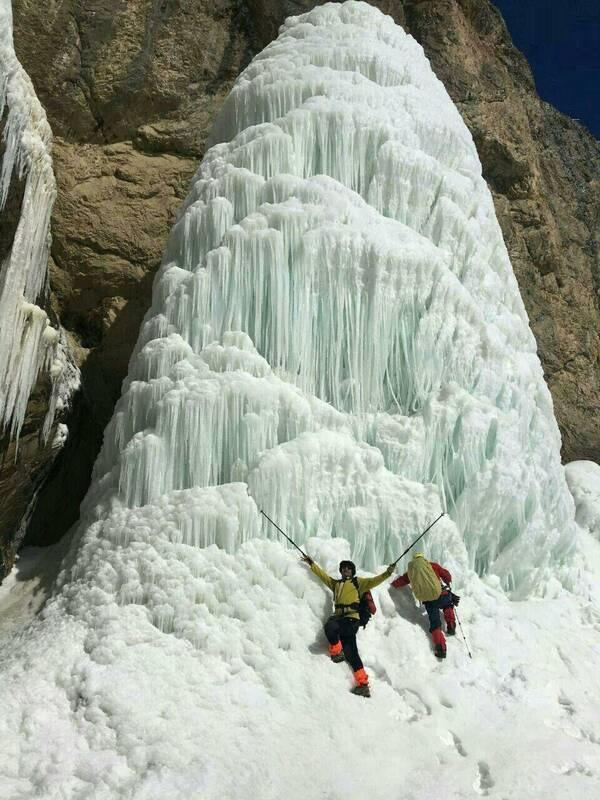 آبشار یخ زده
