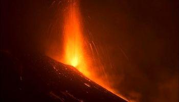 تصاویری از فوران آتشفشان اِتنا در ایتالیا +فیلم