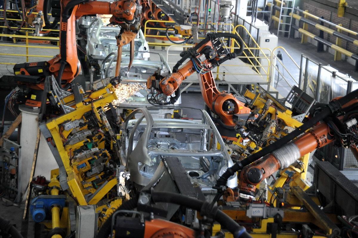 رشد پنج درصدی تولید در گروه صنعتی ایران خودرو