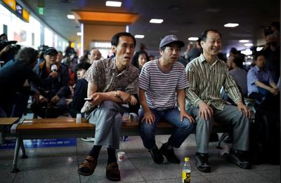 هیجان مردم کرهجنوبی، پای تلویزیون از لحظۀ دیدار +عکس
