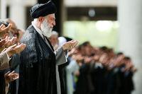 اقامه نماز بر پیکر سپهبد سلیمانی توسط مقام معظم رهبری