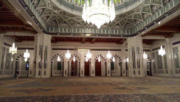 فرش ایرانی در یکی از زیباترین مساجد جهان + تصاویر