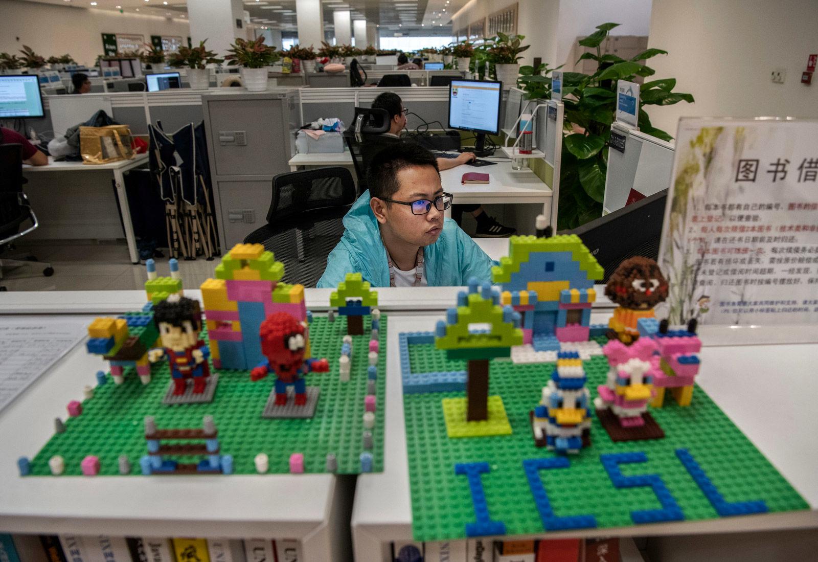 نگاهی به کارخانه هوآوی، غول تکنولوژی در چین