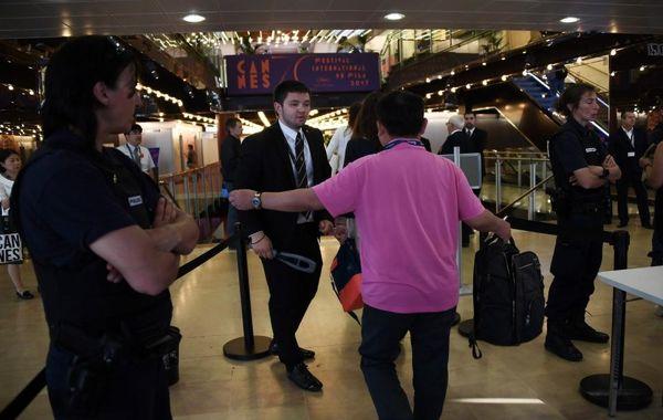 فضای امنیتی کاخ جشنواره کن بعد از کشف یک چمدان مشکوک