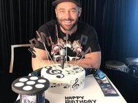کیک تولد خاص و جالب رضا گلزار +عکس