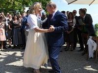 مراسم ازدواج وزیر خارجه ۵۳ساله اتریش با حضور پوتین +تصاویر