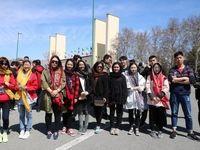 دختران ایرانی همراه با چینیها در استادیوم آزادی +تصاویر