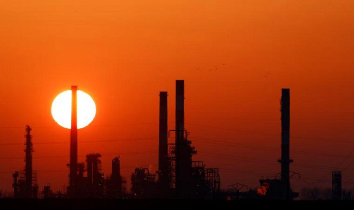 صعود قیمت نفت به دنبال رشد اقتصاد جهانی/ بازار چشمانتظار نتایج مذاکرات وین