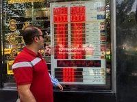 تب و تاب مردم براى فروش ارز/ توصیه دلالان: فعلاً دلار نخرید/ صرافىهاى غیرمجاز پلمپ شد