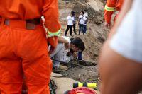 نجات کودک بازیگوش از چاه ۵۰متری +تصاویر