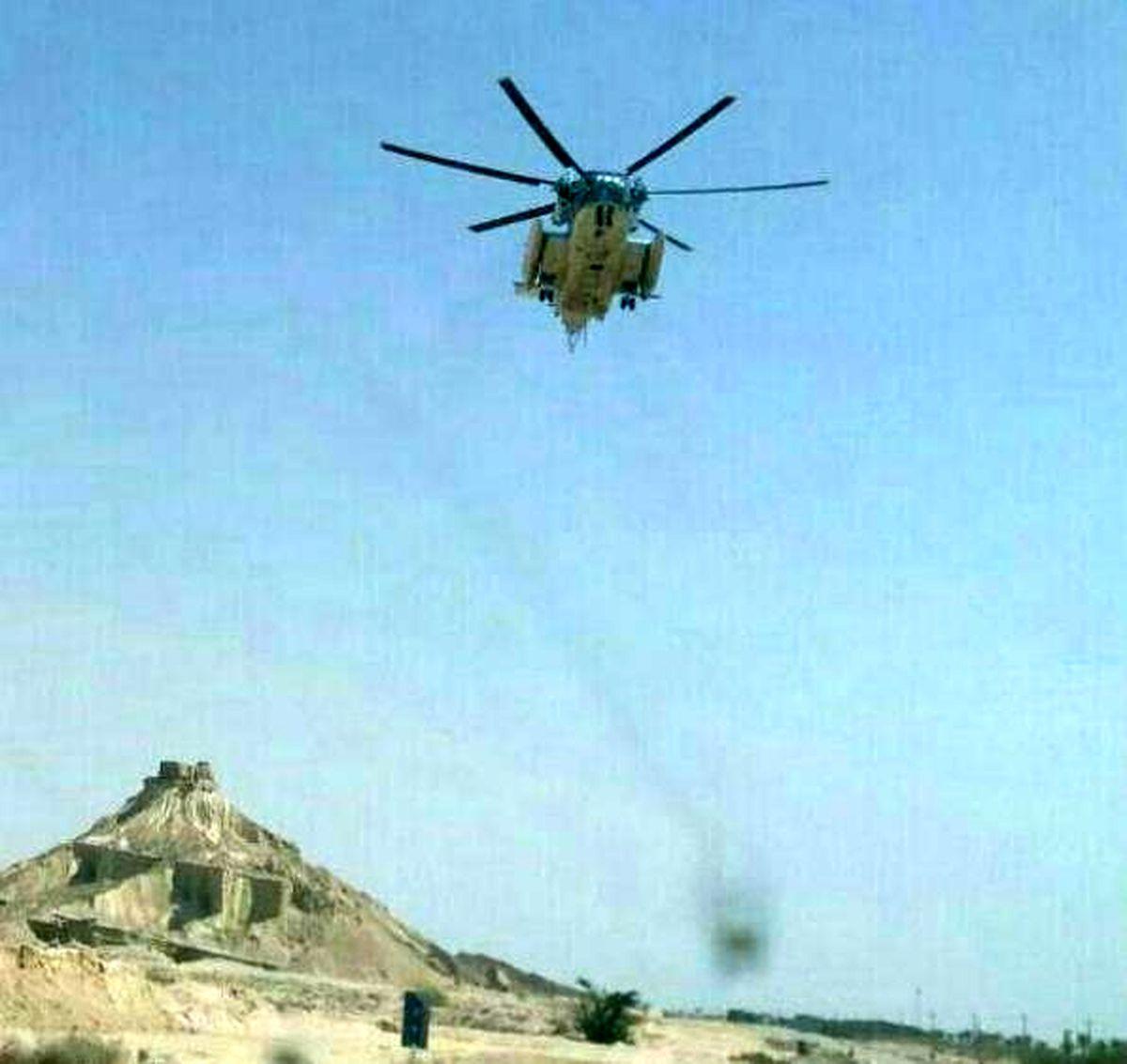 فرود اضطراری بالگرد ارتش در بوشهر +عکس