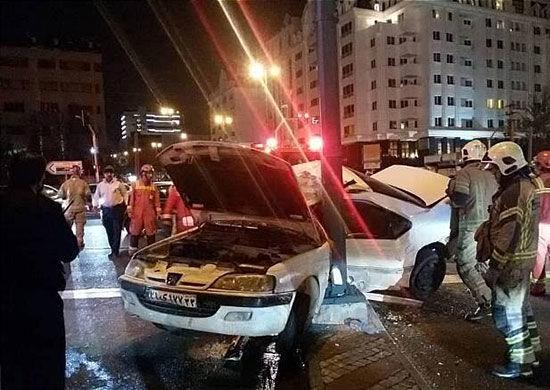 تصادف مرگبار پژو با تیربرق در شهرکغرب