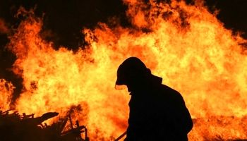 کانتینر حامل روغن در آتش سوخت