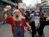 تظاهرات پدربزرگها و مادربزرگهای ونزوئلایی«برای آینده فرزندان و نوهها» +تصاویر