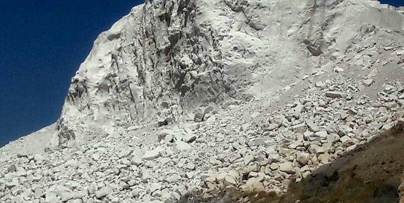 سقوط مرگبار وانت نیسان در معدن سنگ