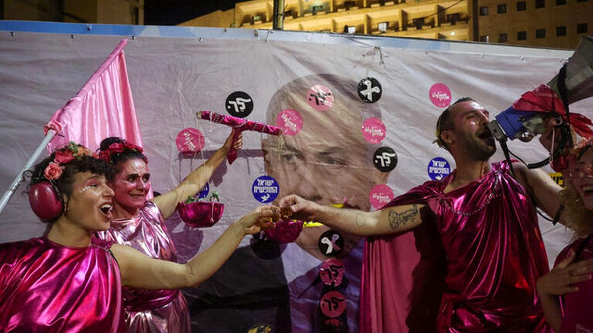 مخالفان نتانیاهو پایان نخست وزیری او را جشن گرفتند