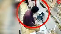 طلافروش با کلاشینکف دزدان مسلح را فراری داد + فیلم