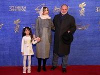 بوسه آقای بازیگر بر صورت دخترش در جشنواره فجر +عکس