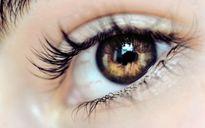 زنی با چشمان خاص +عکس