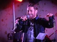لغو کنسرت محمدرضا گلزار به خاطر سیل و واکنشها +عکس