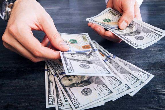 """دلار بخریم یا نه؟/ """"ضربه زدن و عقب نشستن"""" سیاست اصلی بانک مرکزی است"""