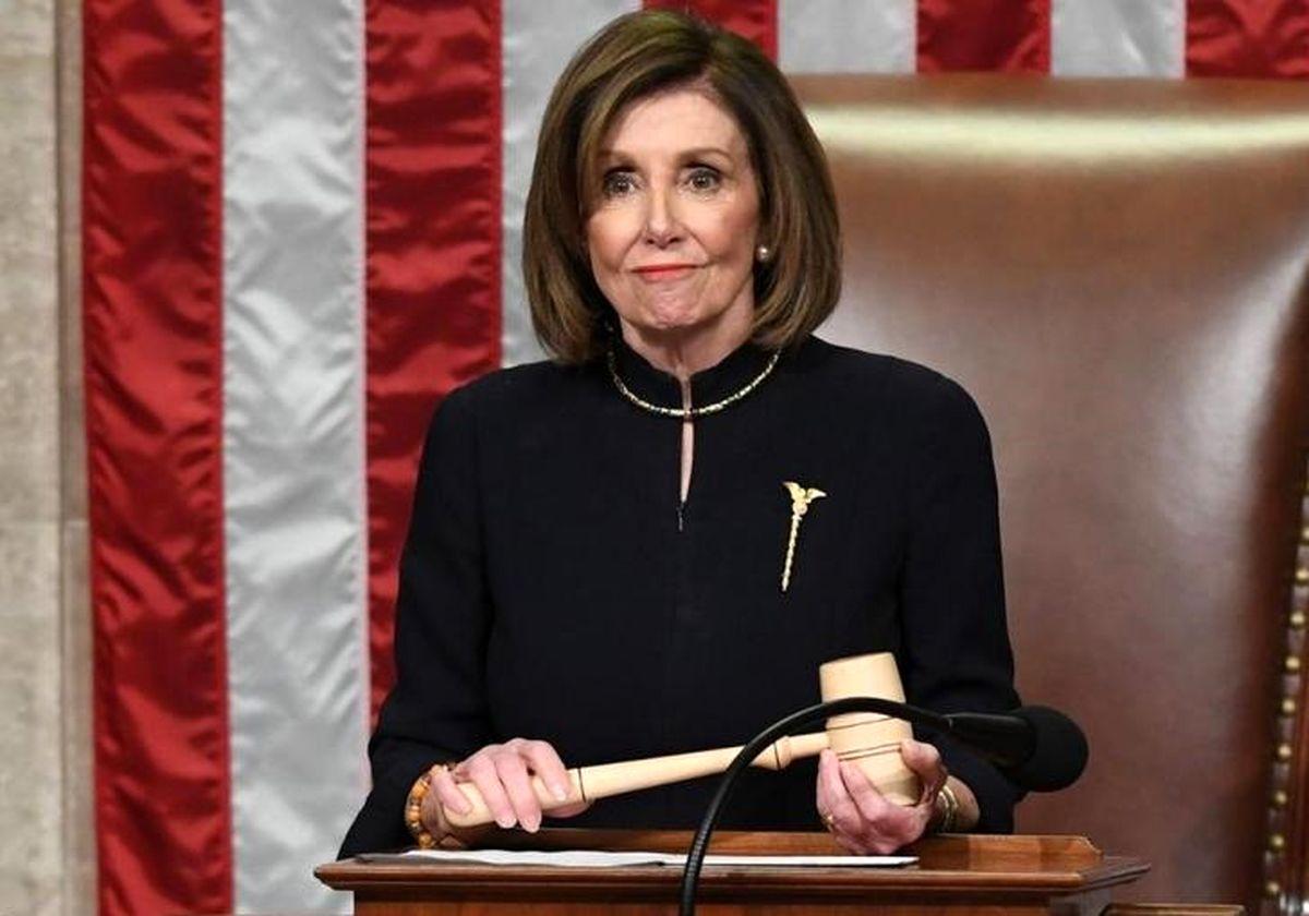 زانو زدن نانسی پلوسی به احترام جرج فلوید +عکس