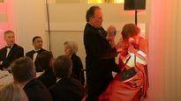 جنجال درگیری معاون وزیر خارجه بریتانیا با زن معترض +فیلم