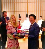 نخست وزیر ژاپن برای دختر ترامپ جشن تولد گرفت! +عکس