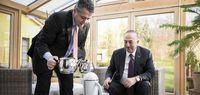 چای ریختنِ وزیر خارجه آلمان برای چاووش اوغلو +عکس