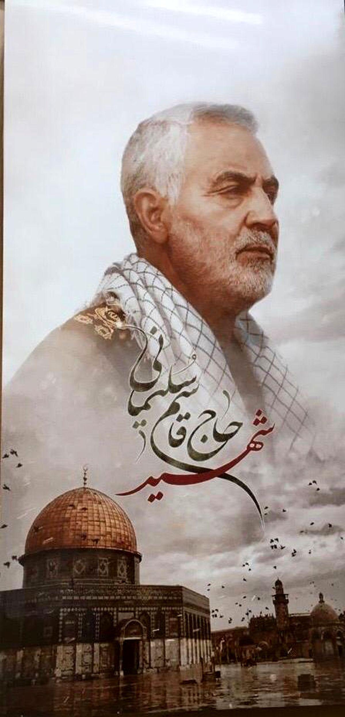 اهدای کاشی مزین به تصویر شهید سلیمانی به رسانههای حامی مقاومت و کارآفرینی