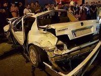 محبوس شدن ۵ نفر در پی واژگونی خودرو + تصاویر
