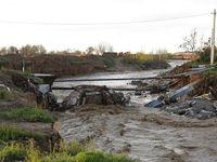 شکستن پل قدیمی بر اثر طغیان رودخانه کن +تصاویر