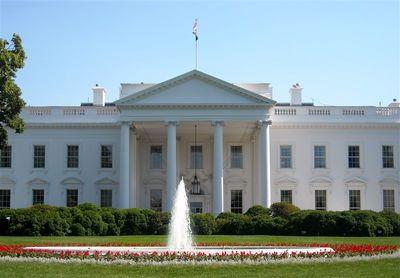 اخراج یک کارمند ایرانیتبار از دفتر ترامپ!