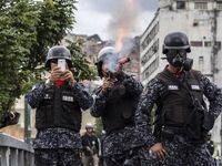 پلیس ونزوئلا در حال مقابله با تظاهرات +عکس