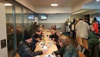 توزیع غذای ایرانی در گرمخانههای اتریش +عکس