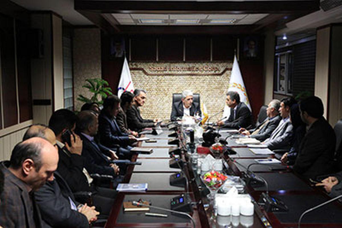 تاکید مدیرعامل بانک ملی بر لزوم توسعه خدمات الکترونیکی و اینترنتی بانک