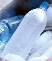 آب یخ زده در بطری پلاستیکی سرطانزا است