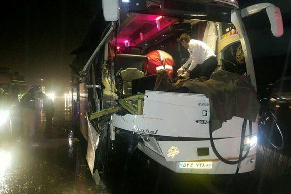 تصادف اتوبوس با تریلر ۷ مجروح برجا گذاشت +عکس
