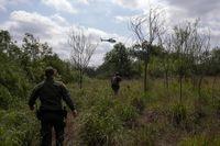 بازداشت مهاجران غیرقانونی در مرز آمریکا +تصاویر