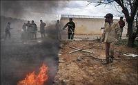 انبار لاستیک در آتش سوخت