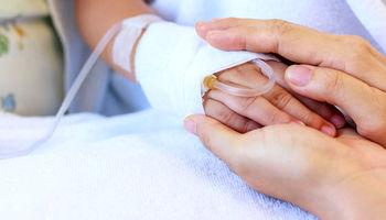 سرگردانی بیماران سرطانی به دلیل بدهی بیمهها