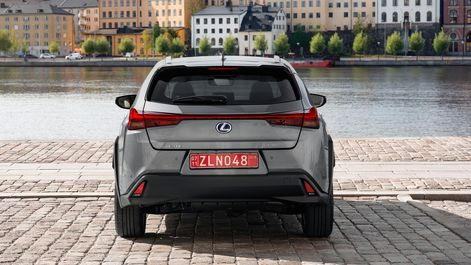 2019-Lexus-UX-250h-Mercury-Grey-F-Sport-7