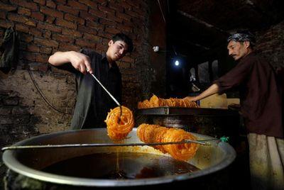 کارگاه پخت زولبیا در پاکستان +عکس
