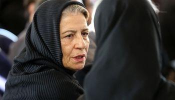 همسر داوود رشیدی در مراسم تشییع عزت الله انتظامی +عکس