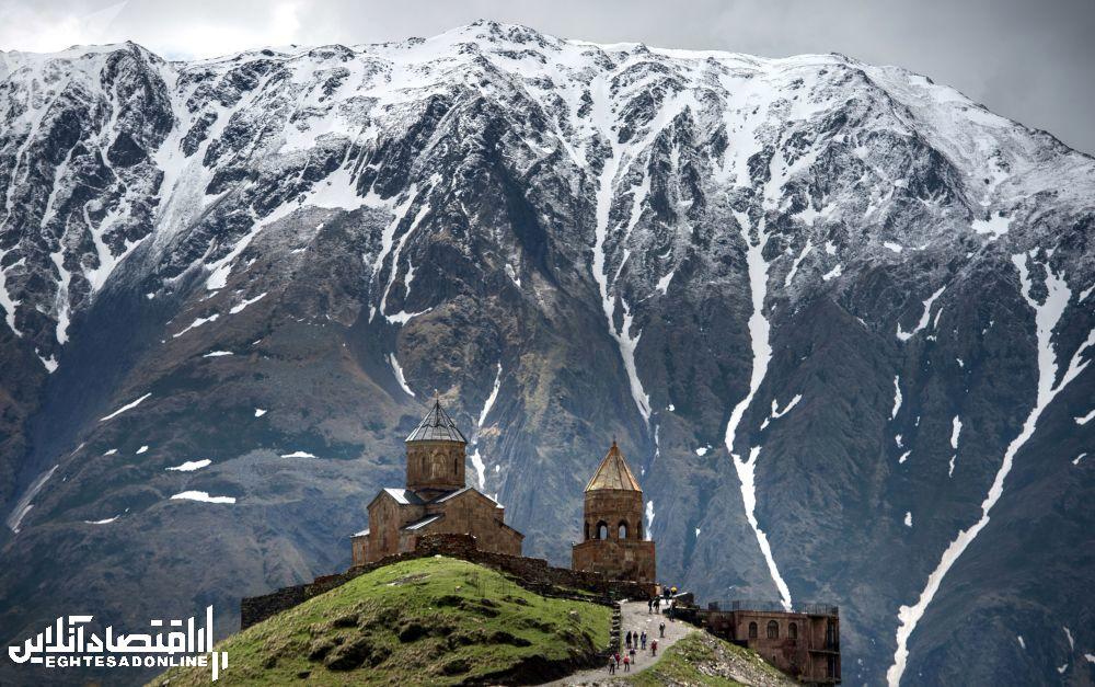 منظره کوهستانی گرجستان.