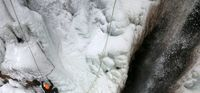 یخ نوردی در آبشار گنجنامه همدان +تصاویر