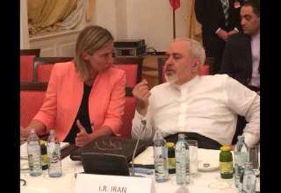 ظریف: هیچ وقت یک ایرانی را تهدید نکنید